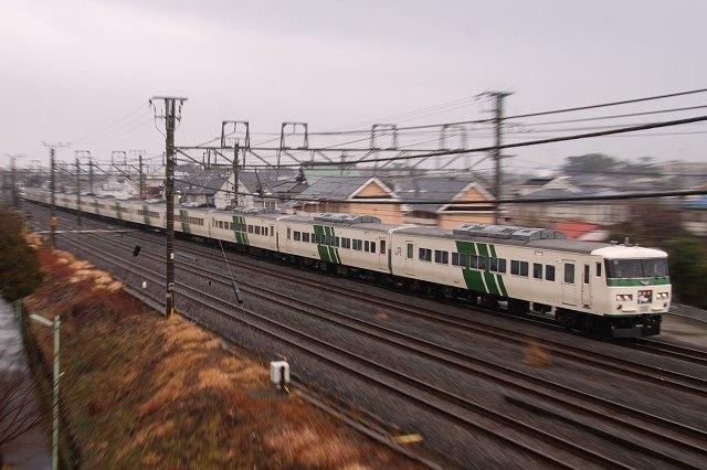 185系国鉄色と引退カウントダウンの211系を東海道本線で撮影♪ ('12.2.25)