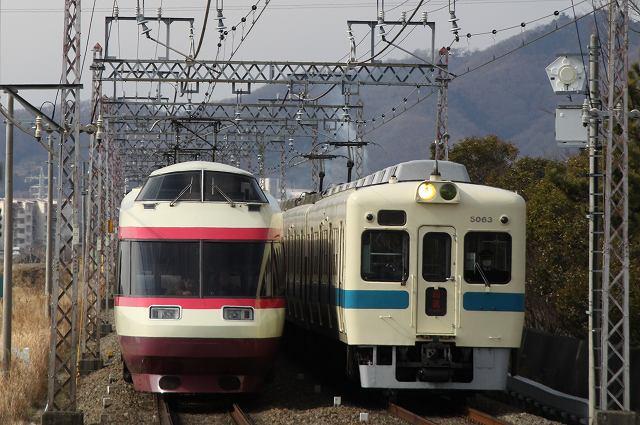 小田急線本線で引退車両の5000形とHiSE10000形の交差を偶然撮影♪ ('12.2.19)